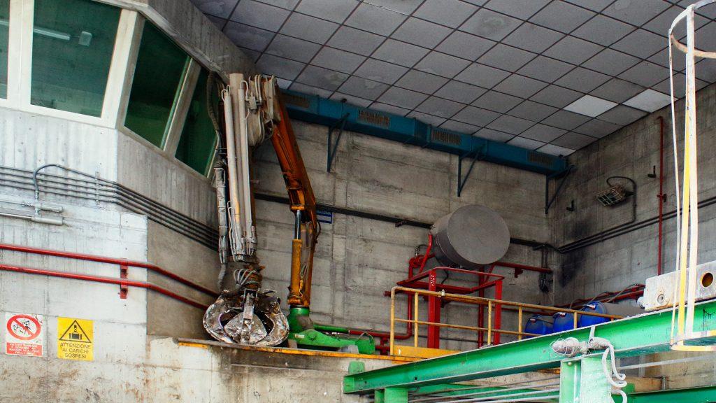 impianto di stoccaggio e adeguamento volumetrico rifiuti veduta 1