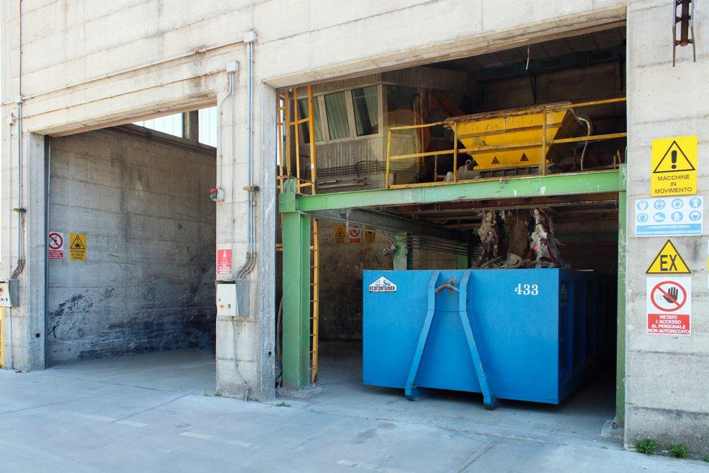 impianto di stoccaggio e ricondizionamento rifiuti a Brescia